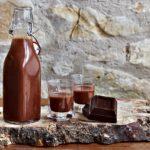 Liquore al cioccolato fondente senza latte