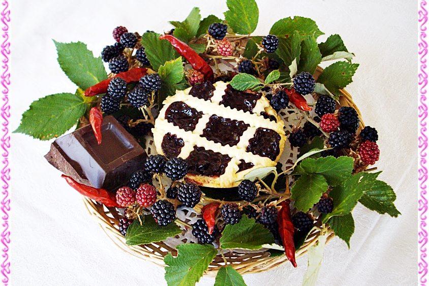 Crostatine alla confettura di more e cioccolato fondente con peperoncino piccante
