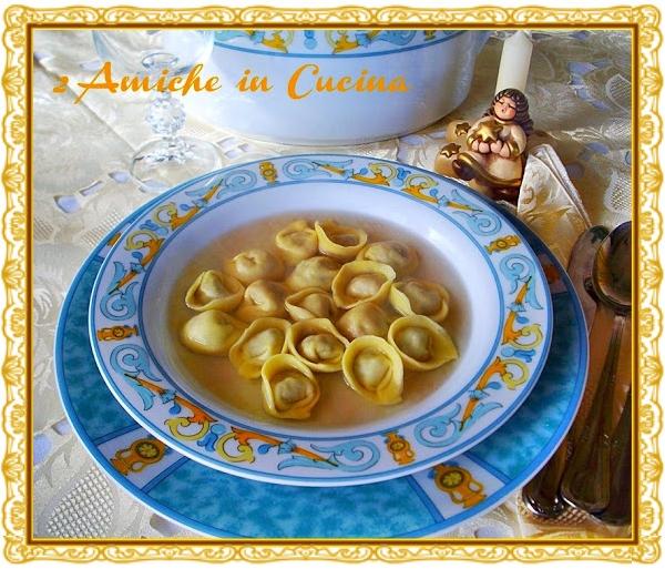Cucina Regionale Umbra: Cappelletti in Brodo di Cappone