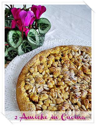 Crostata con crema di zucca, mele, pinoli e uvetta