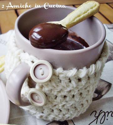 Cioccolata in Tazza con Cucchiaini di Frolla all'Arancia