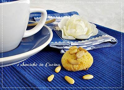 Biscotti di Semolino all'Arancia con Pinoli e Uvetta