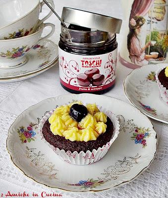 Muffin al Cioccolato con Crema Pasticcera e Amarene