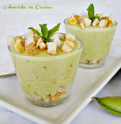 Bicchierini di Fave e Baccelli con Crostini di Pane Raffermo e Croste di Parmigiano Reggiano Croccanti