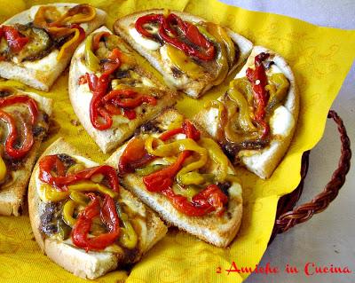 Bruschette ai Peperoni e Alici in Salsa Piccante