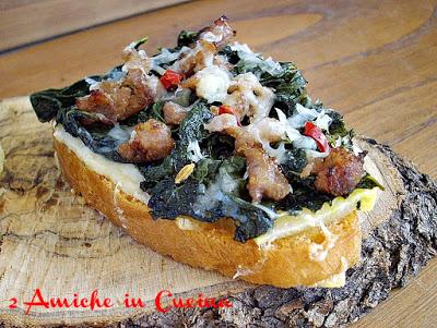 Crostino con Pecorino, Cavolo Nero Piccante e Salsiccia
