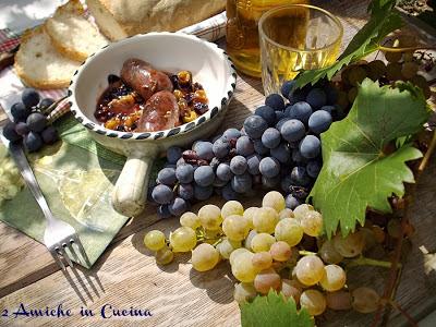 salsicce cotte con uva da vino
