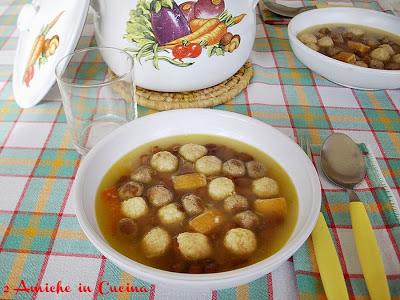 Zuppa di Fagioli con Gnocchi di Pane Raffermo, Polpettine di Bollito e Croste di Parmigiano Reggiano