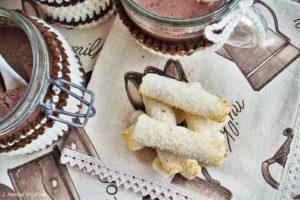 Preparato per cioccolata in tazza e biscotti al cocco senza glutine