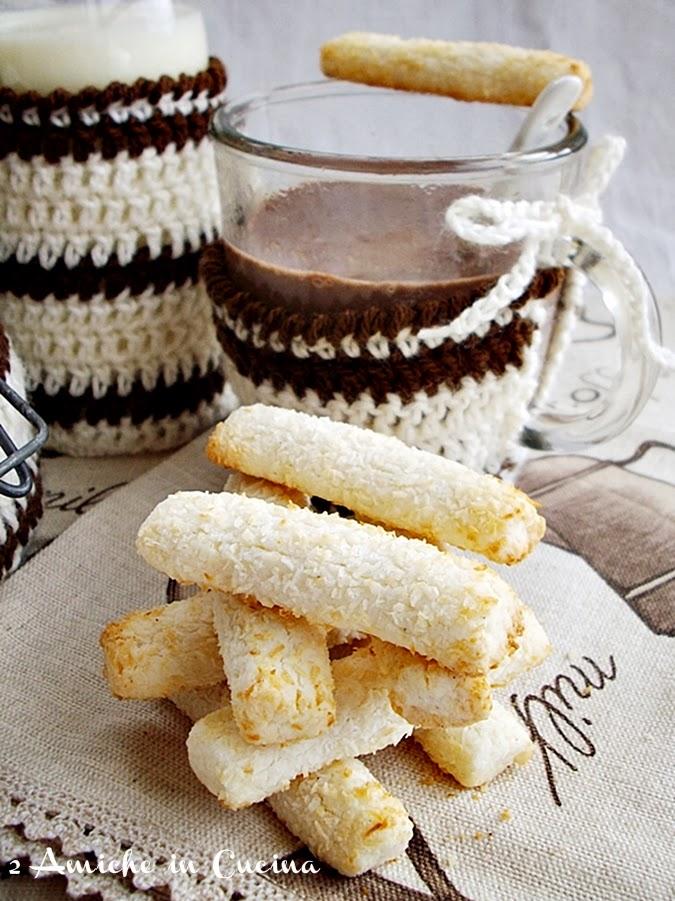 Cioccolata in Tazza con Biscottini al Cocco