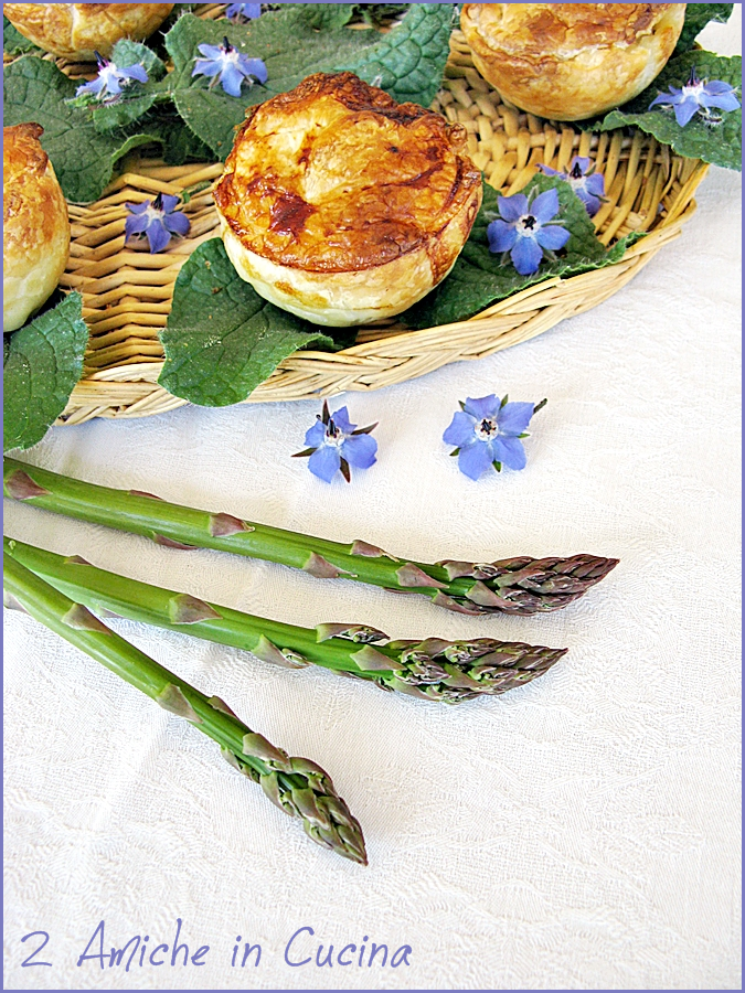 Tortine salate con asparagi e uova di quaglia