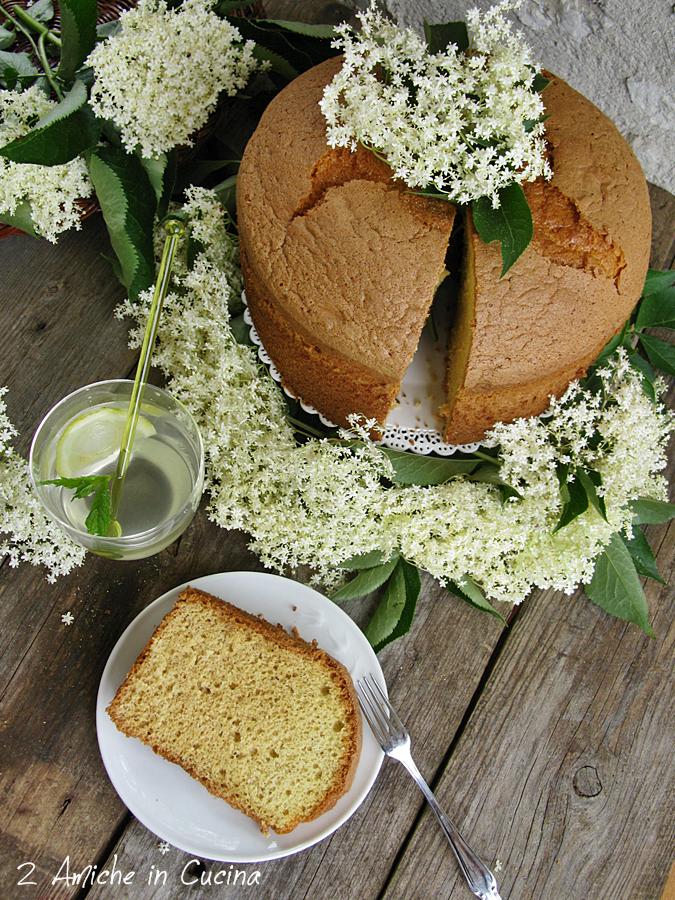 Chiffon cake ai fiori di sambuco, torta americana alta e sofficissima.