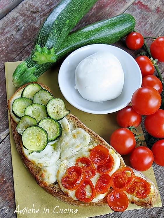 Crostone con Mozzarella di Bufala, Zucchine e Pomodori