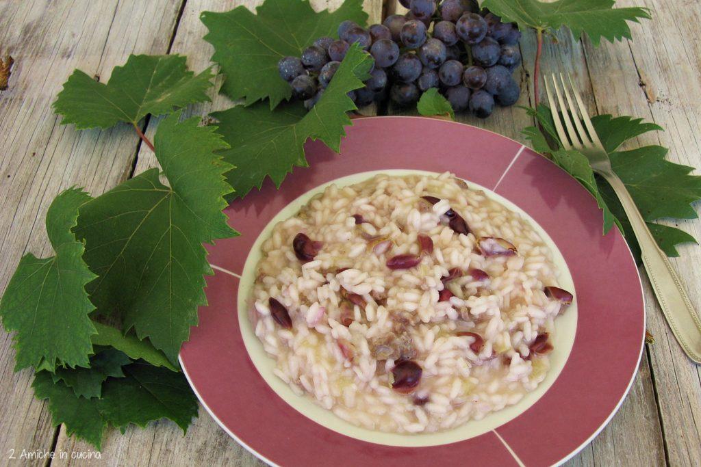 Risotto all'uva con salsiccia e pecorino