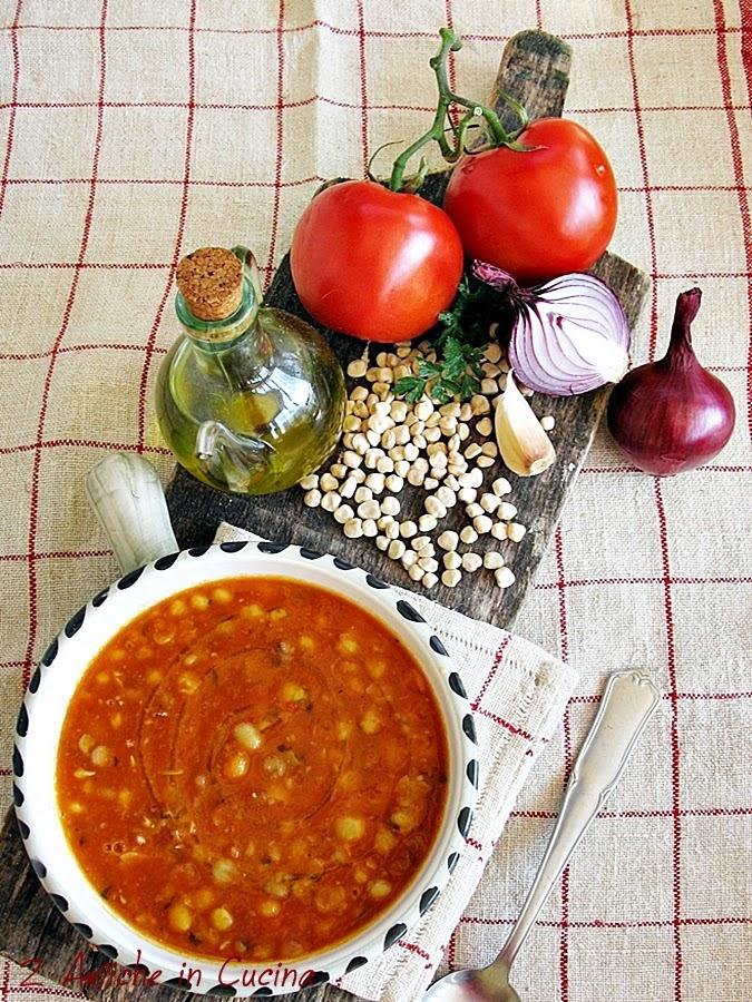 Zuppa di cicerchie con pomodoro e aromi