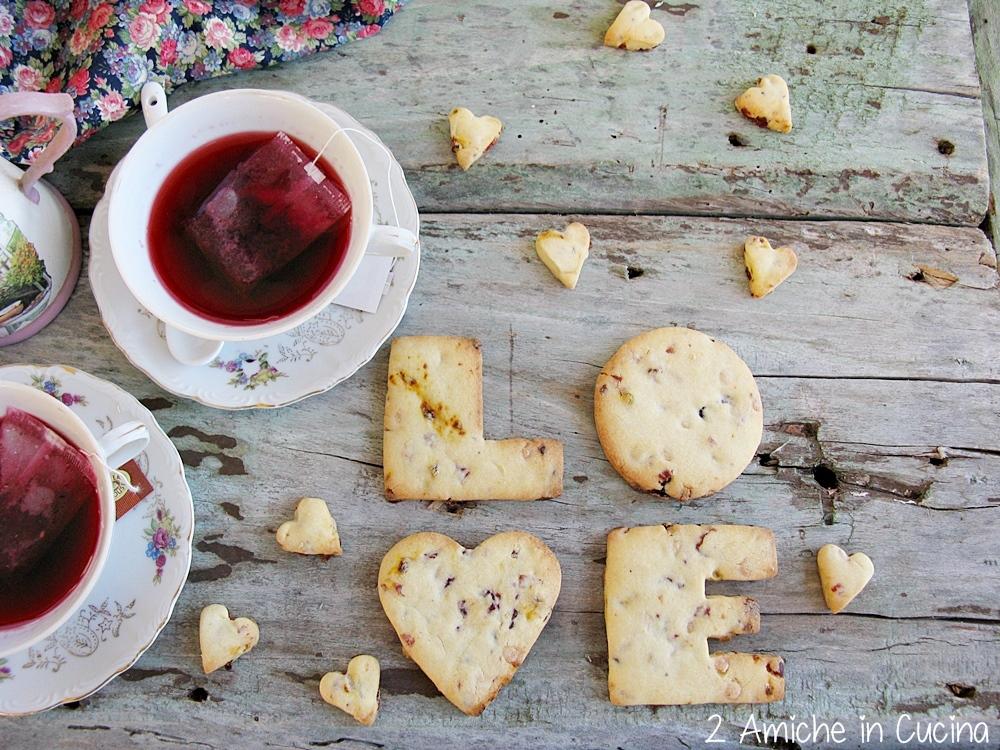 biscotti ai frutti rossi e cioccolato bianco