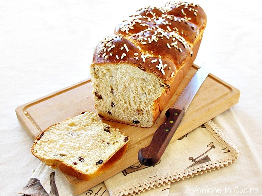 Pan brioche al farro e uvetta con pasta madre