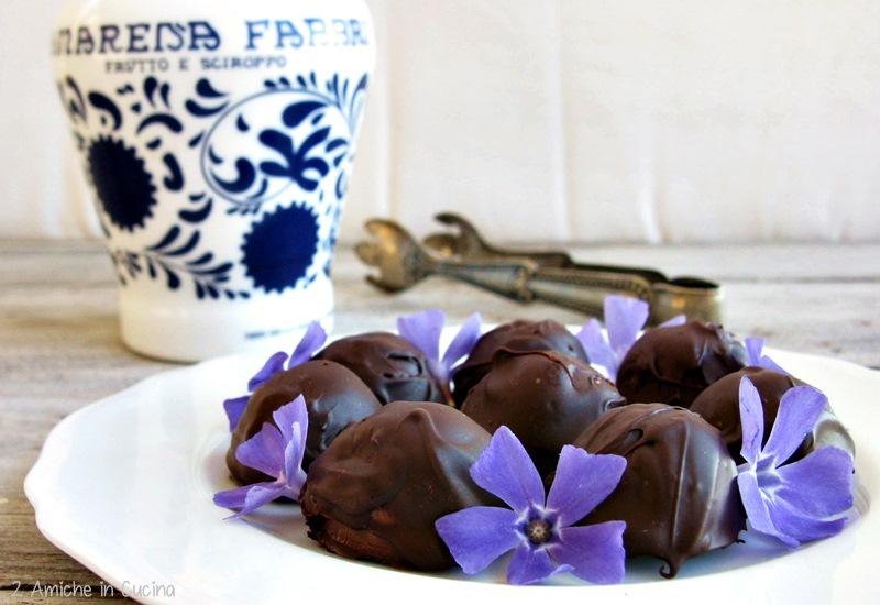 Cioccolatini al cocco e amarena