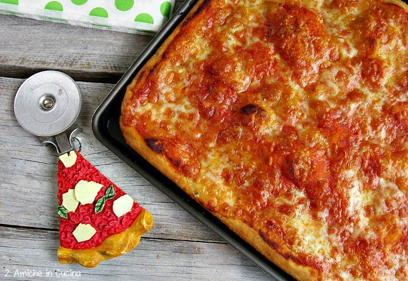 Pizza in teglia con pasta madre