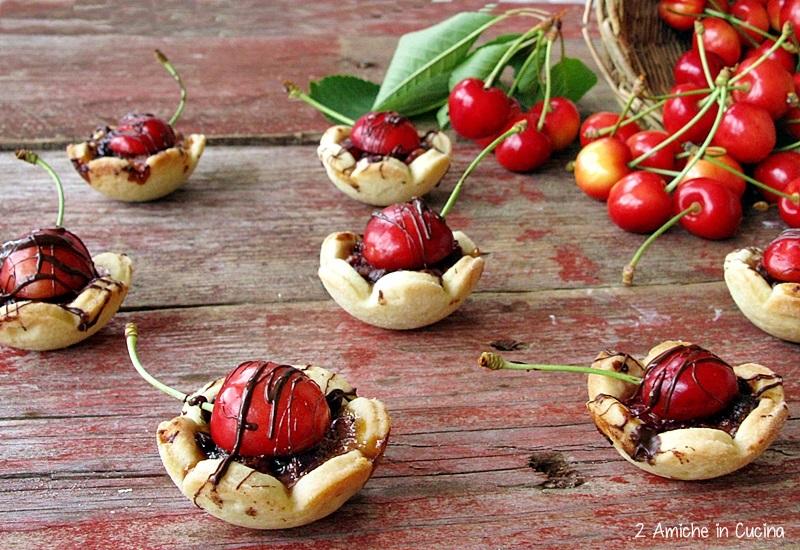 Crostatine alle ciliegie con Parmigiano Reggiano e gocce di cioccolato fondente per il #PRChef2015