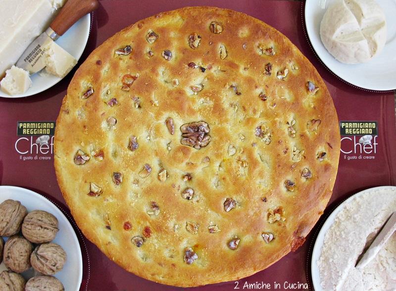 Focaccia al Parmigiano Reggiano, zafferano e noci