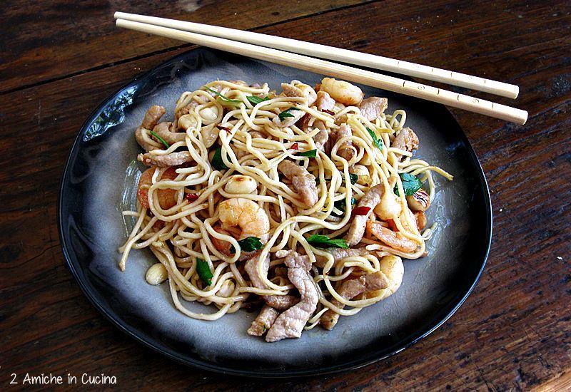 Noodles con maiale e gamberetti