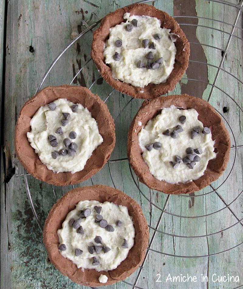 Crostatine al cioccolato con crema al cocco e Nergi