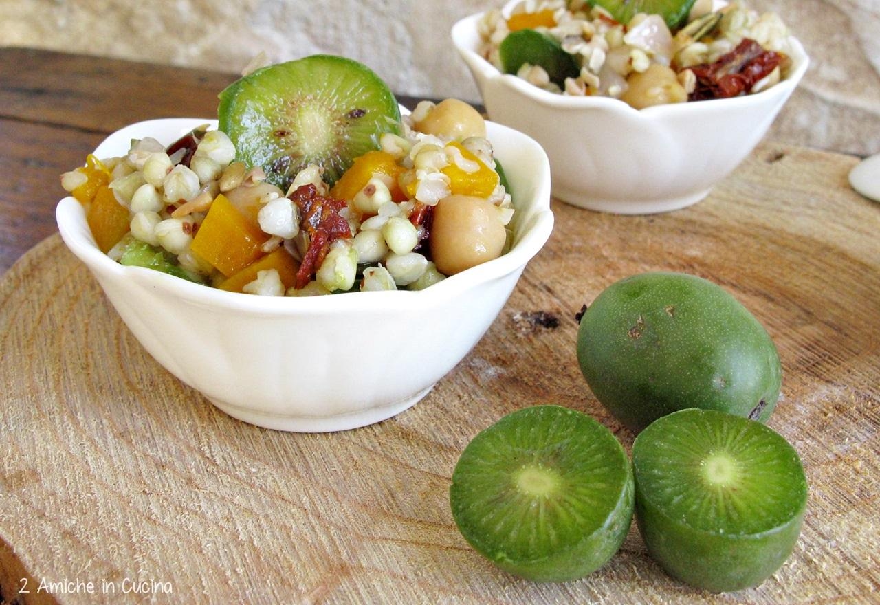 Insalata di grano saraceno, ceci, pomodori secchi, Nergi, zucca e semi