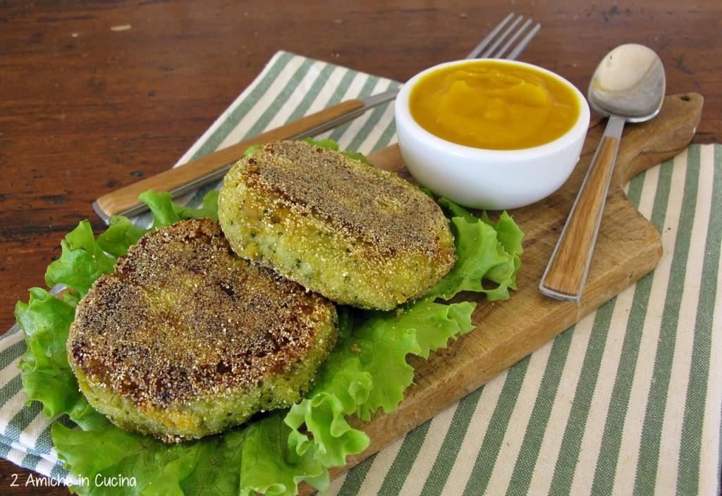 Burger vegan di zucca e broccoli con salsa piccante alla zucca