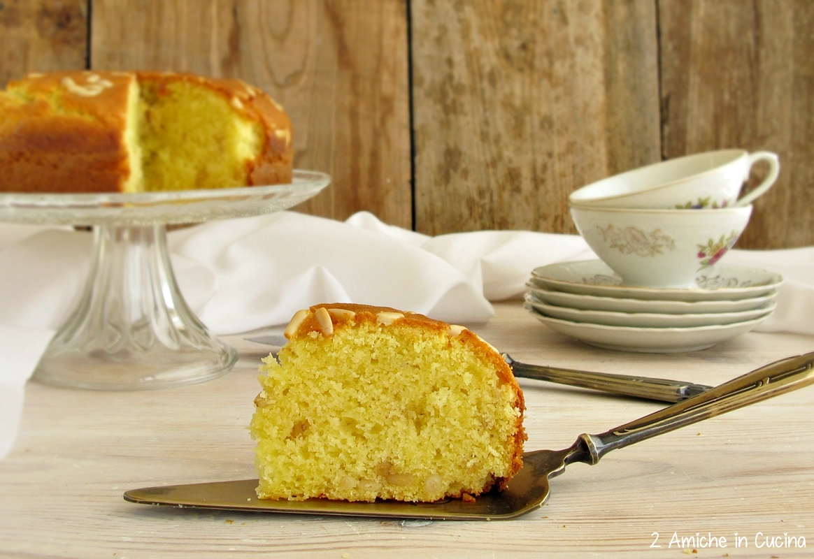 Torta allo zafferano e pinoli