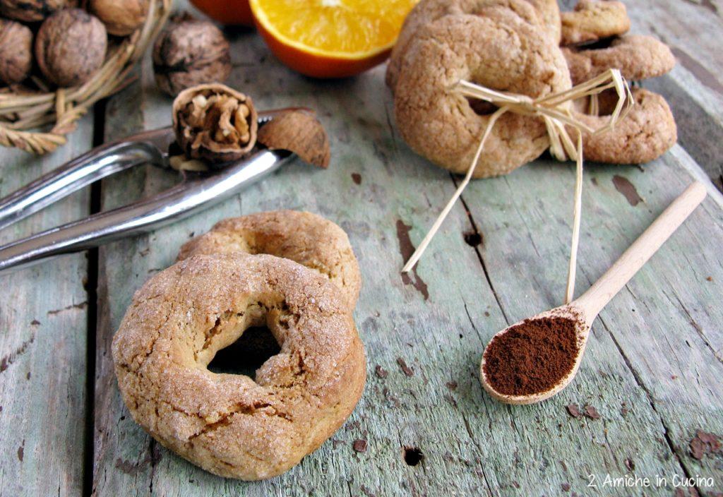 Ciambelline di farro al caffè con arancia e noci