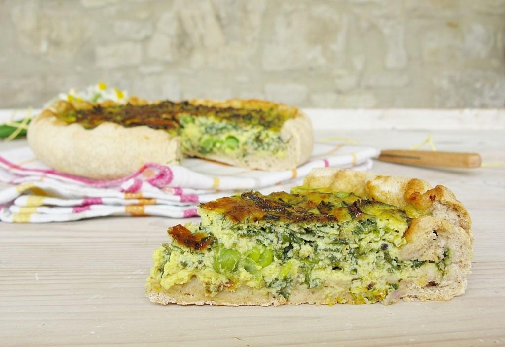 Torta salata con erbe di campo