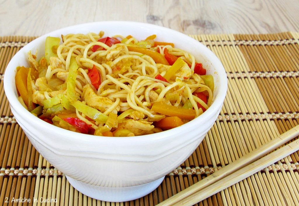 Bami goreng (noodles all'indonesiana)