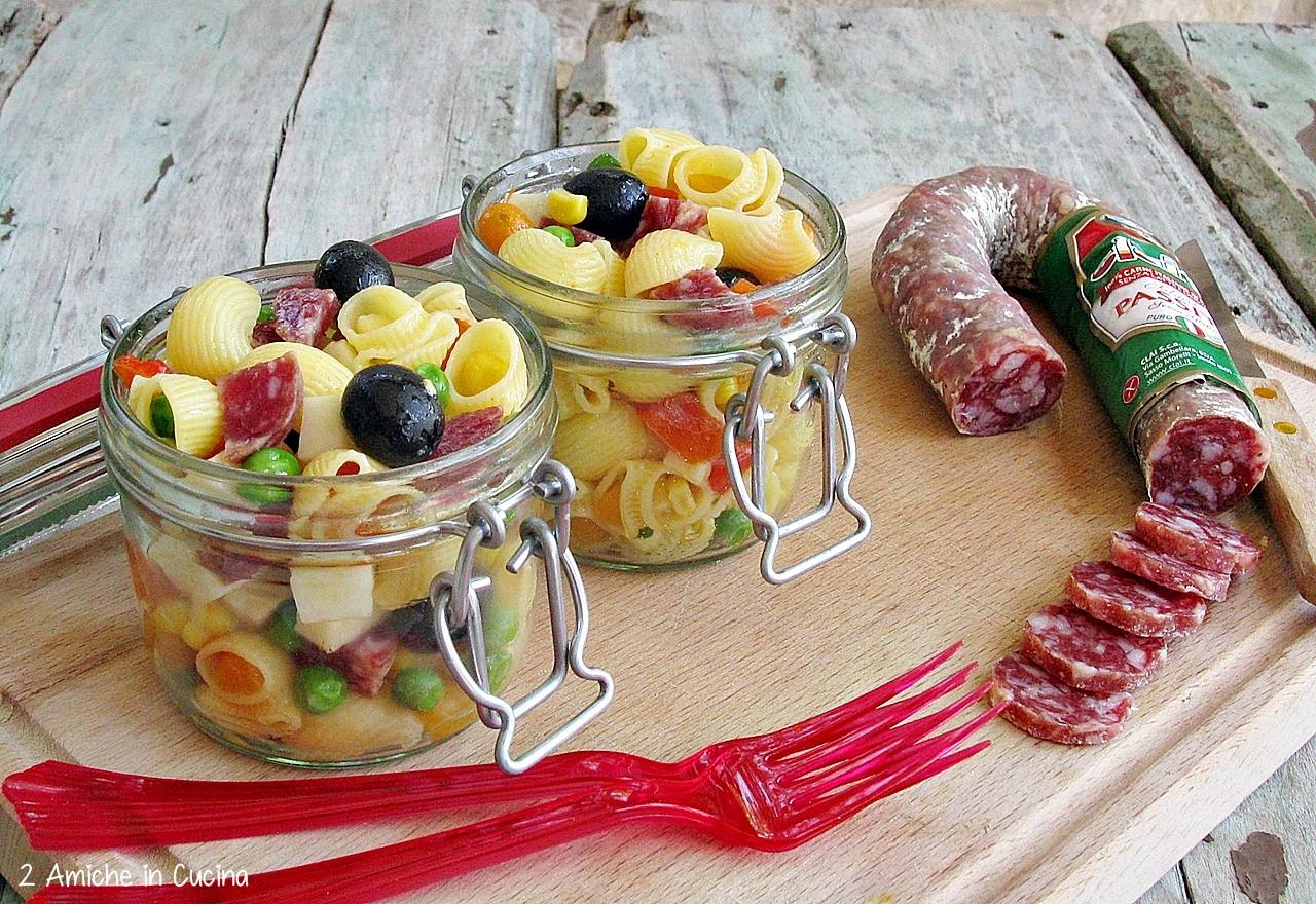 Pasta fredda con verdure e salame