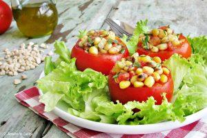 Insalata di cicerchie e pomodori alle erbe aromatiche
