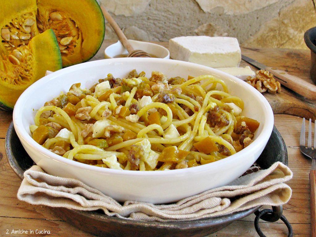 Spaghetti zucca, salsiccia e brie al miele