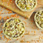 Crostatine salate con lenticchie e cavolfiore