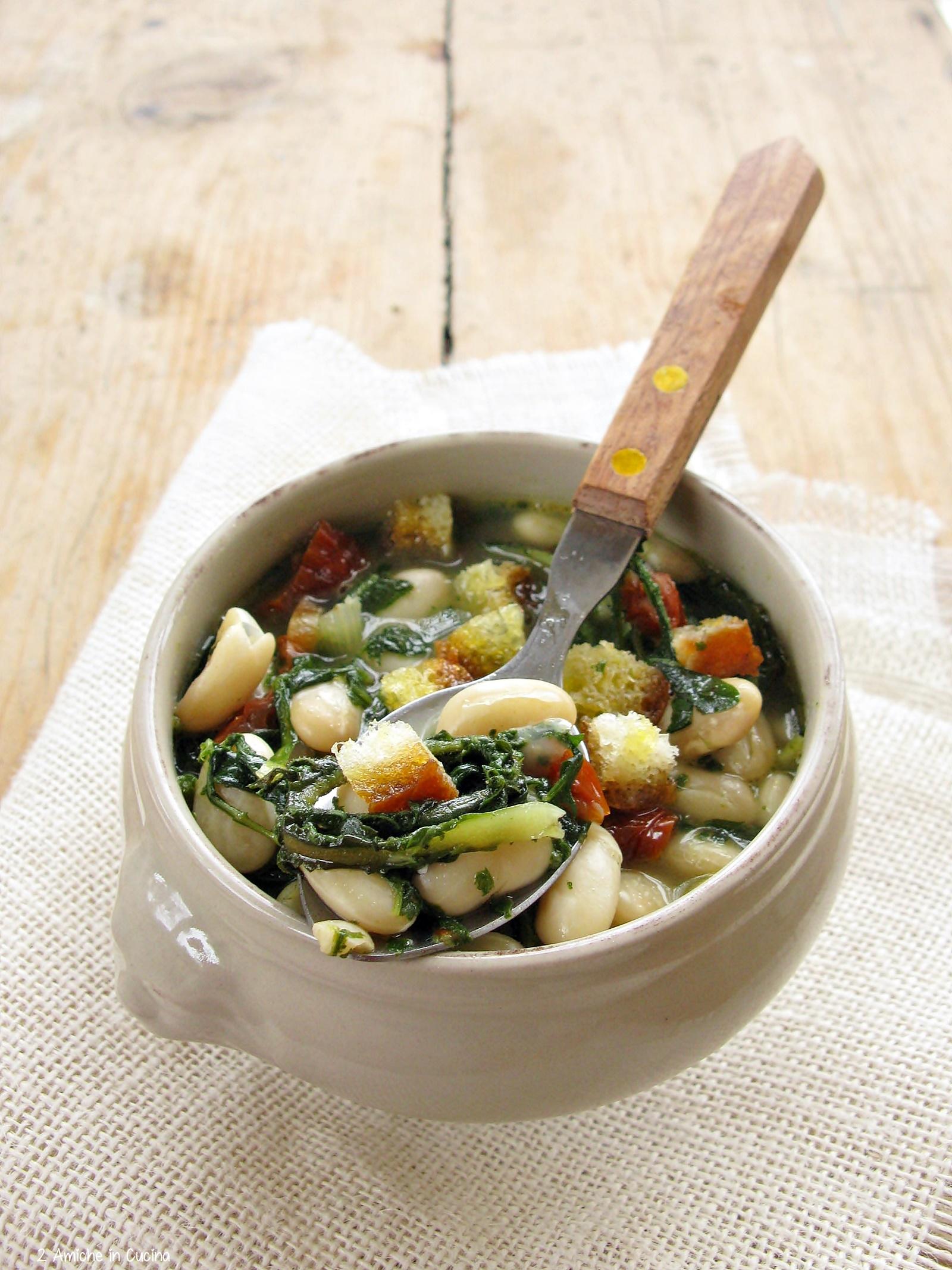 Zuppa di fagioli cannellini e cicoria