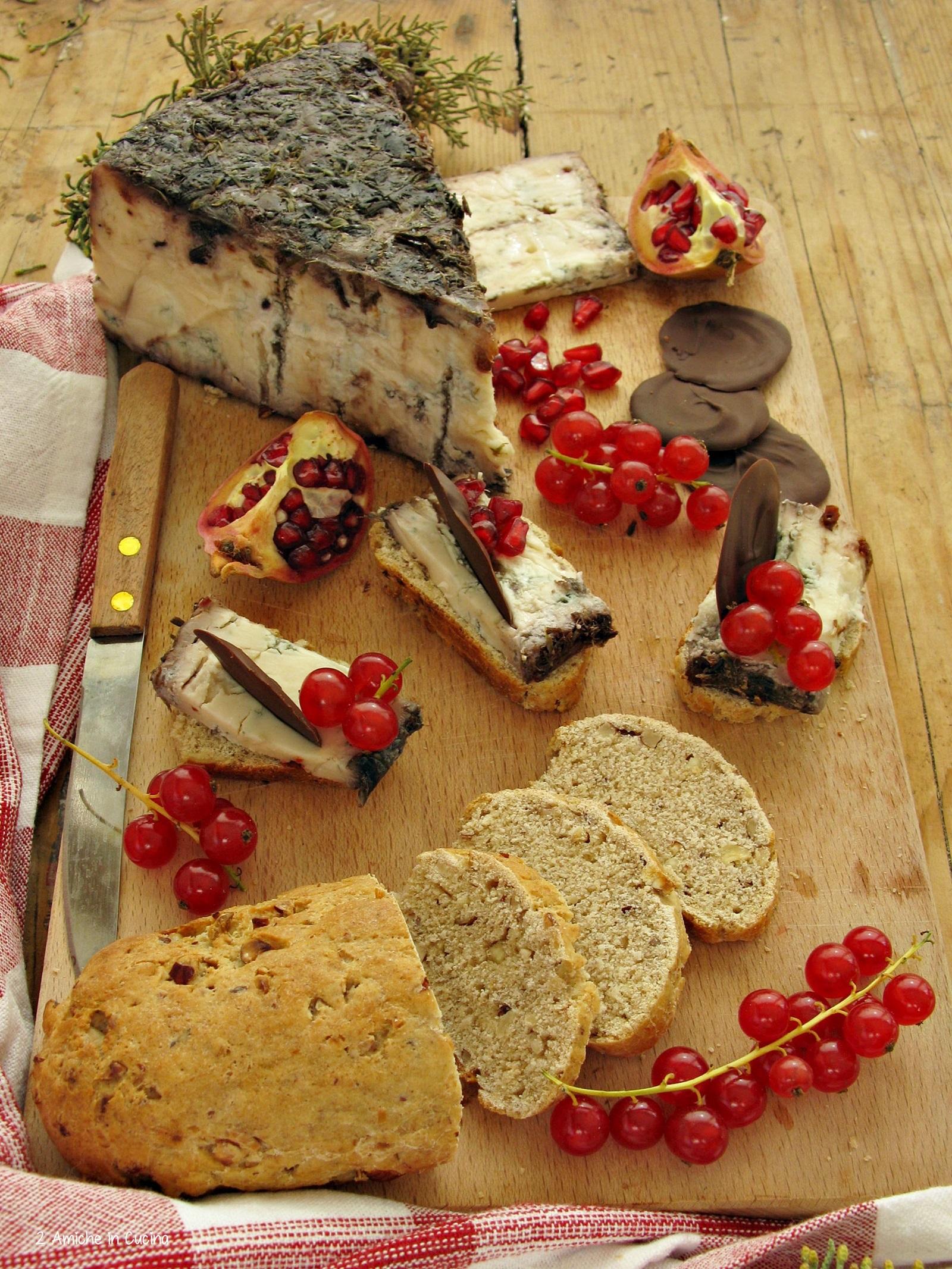 blu-di-bagnoli-con-pane-alle-nocciole-e-miele-frutti-rossi-e-cioccolato-fondente-1