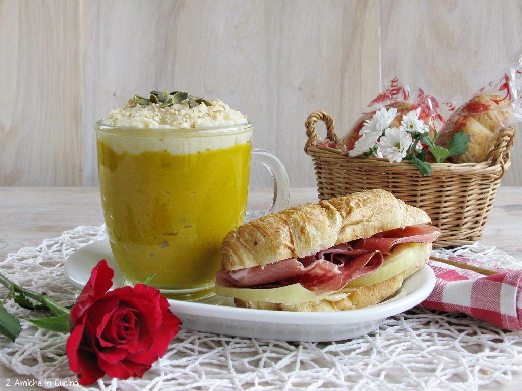 Crema di zucca e sedano rapa con cornetto salato speck e scamorza
