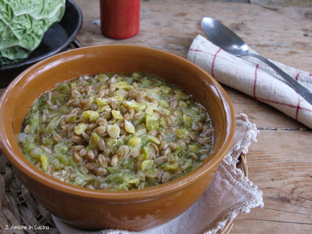 Zuppa di farro, cicerchie e verza