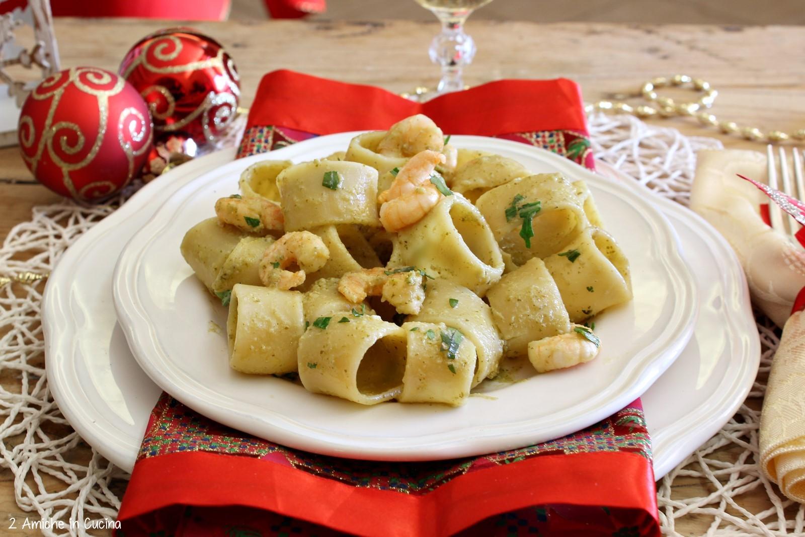 Calamarata ai gamberi con crema di carciofi e rucola