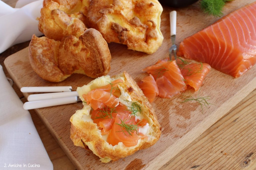 Salmone Loch Fyne e Yorkshire puddings di Jamie Oliver