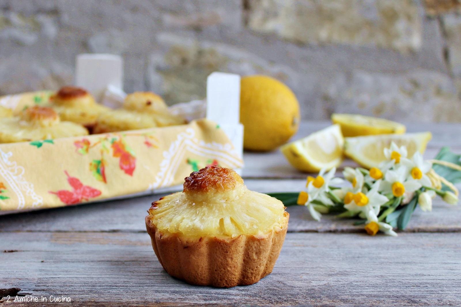 Crostatine al limone con cocco e ananas