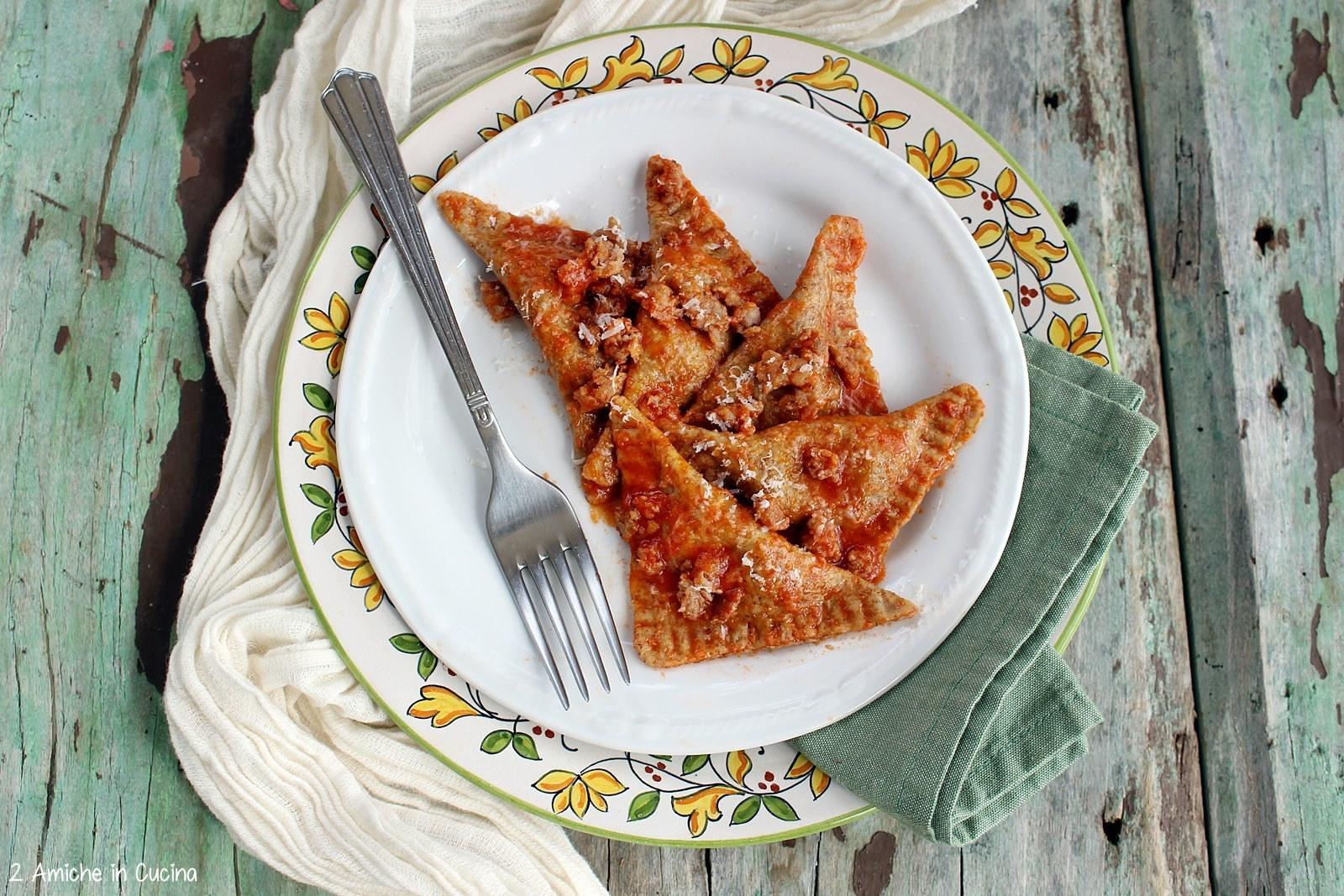 Ravioli integrali patate e cicoria, con salsiccia e pomodoro 2