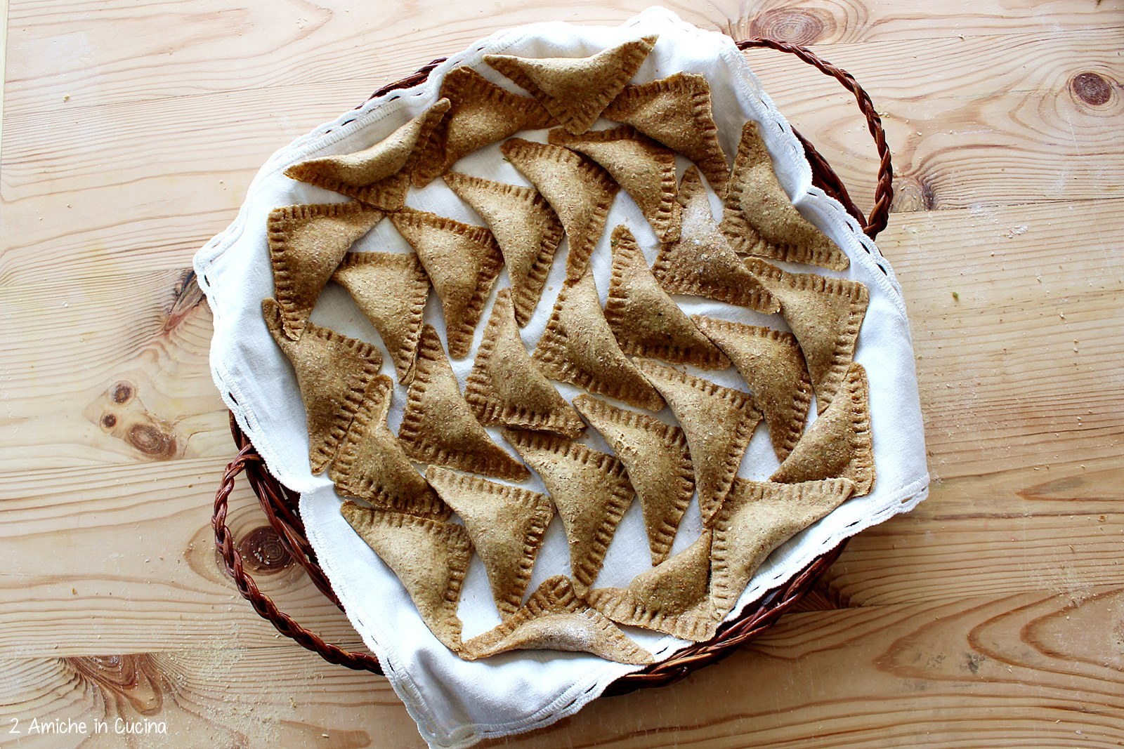 Ravioli integrali patate e cicoria, con salsiccia e pomodoro passo passo 1