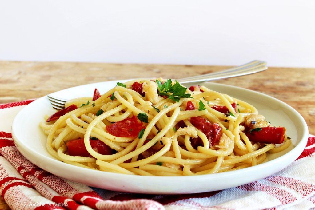 Spaghetti con baccala e pomodori