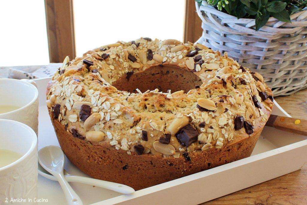 Ciambellone avena e kamut con arachidi e cioccolato