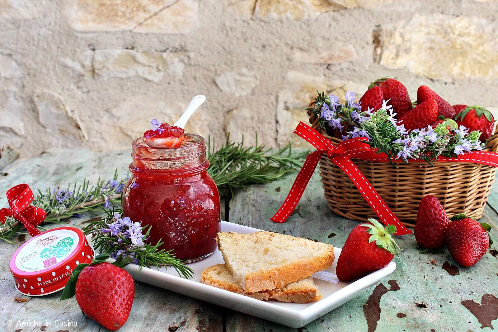Confettura di fragole al rosmarino