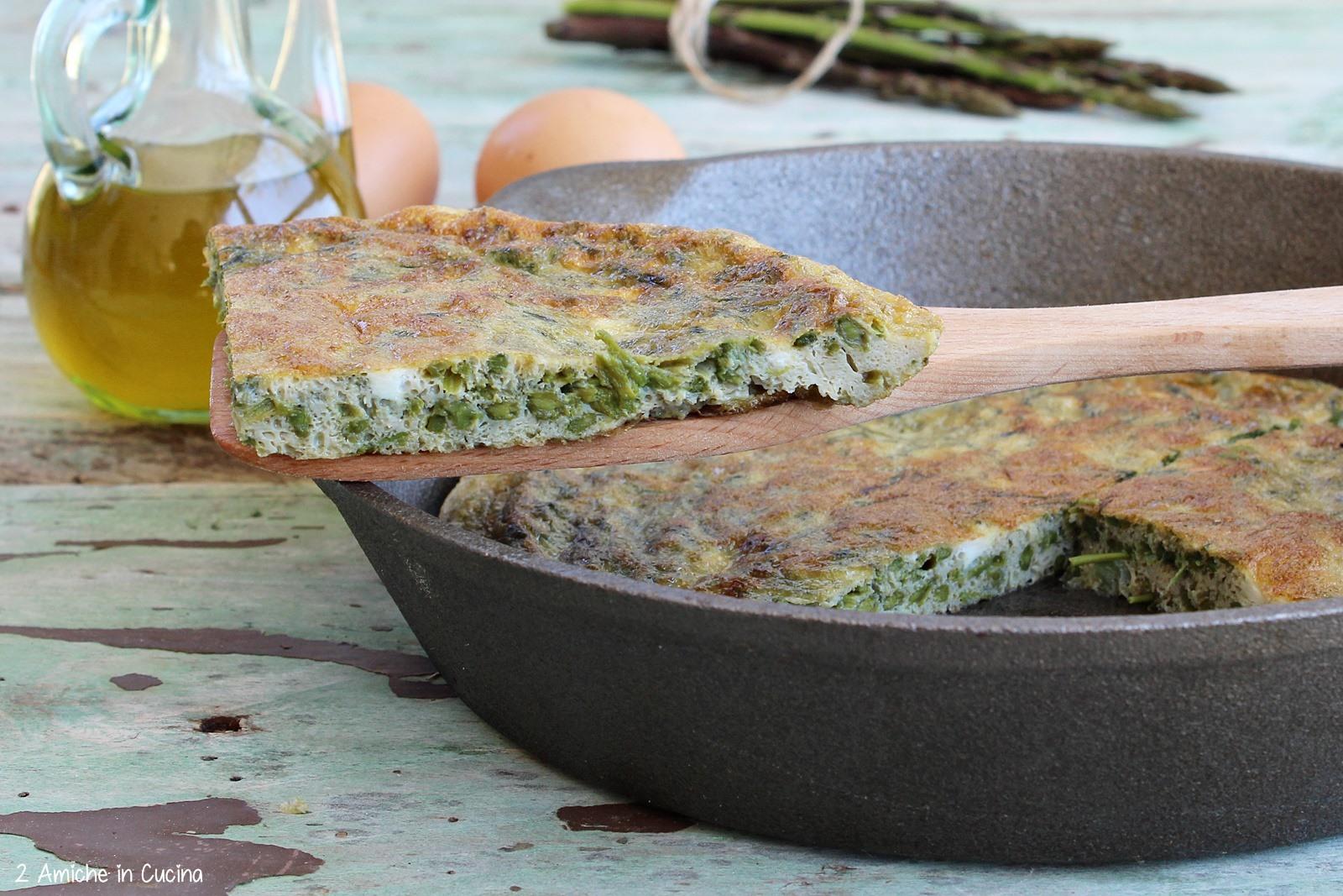 Fetta di frittata agli asparagi